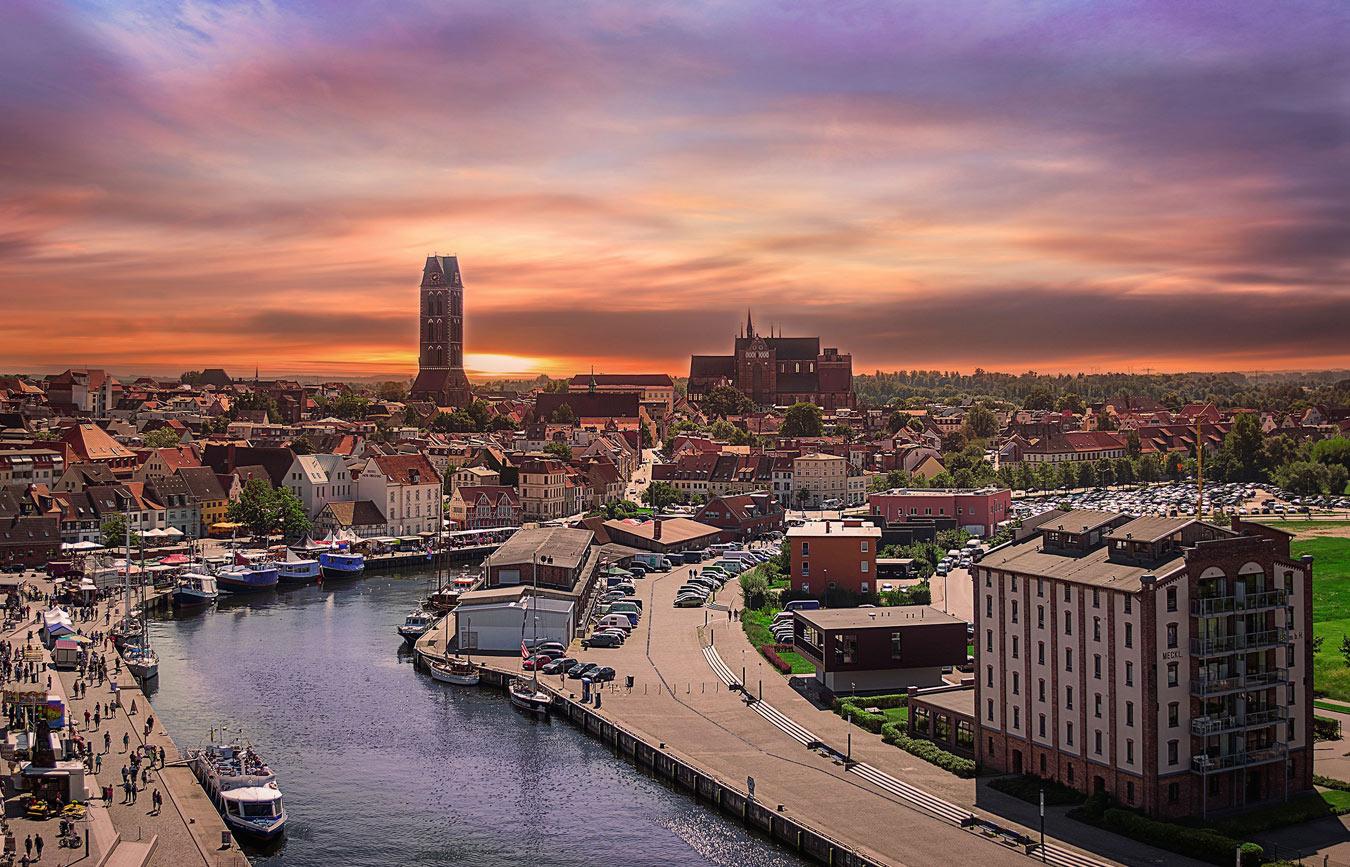 Alter Hafen, Silhouette Wismar © TZ Wismar, Mouadh Jabberi